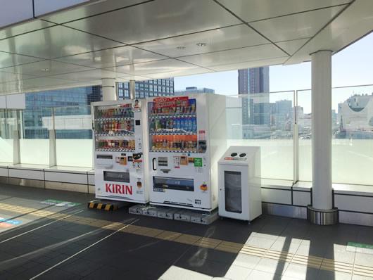 バスタ新宿4F バス乗車口の近くにも自動販売機