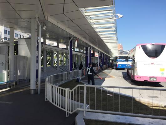 バスタ新宿4F 乗り口へさらに向かう